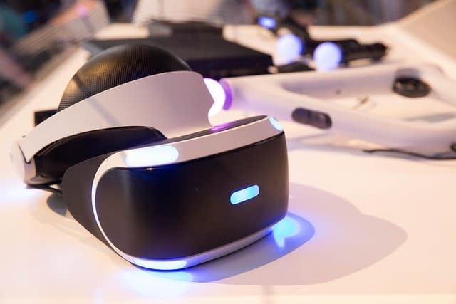VR headset christmas gift guide forthefit.com